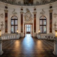 Schloss Bruchsal - Hauptbau - Beletage - Kuppelsaal - Blick vom Marmorsaal in den Kuppelsaal (aufgenommen im April 2018, um die Mittagszeit)