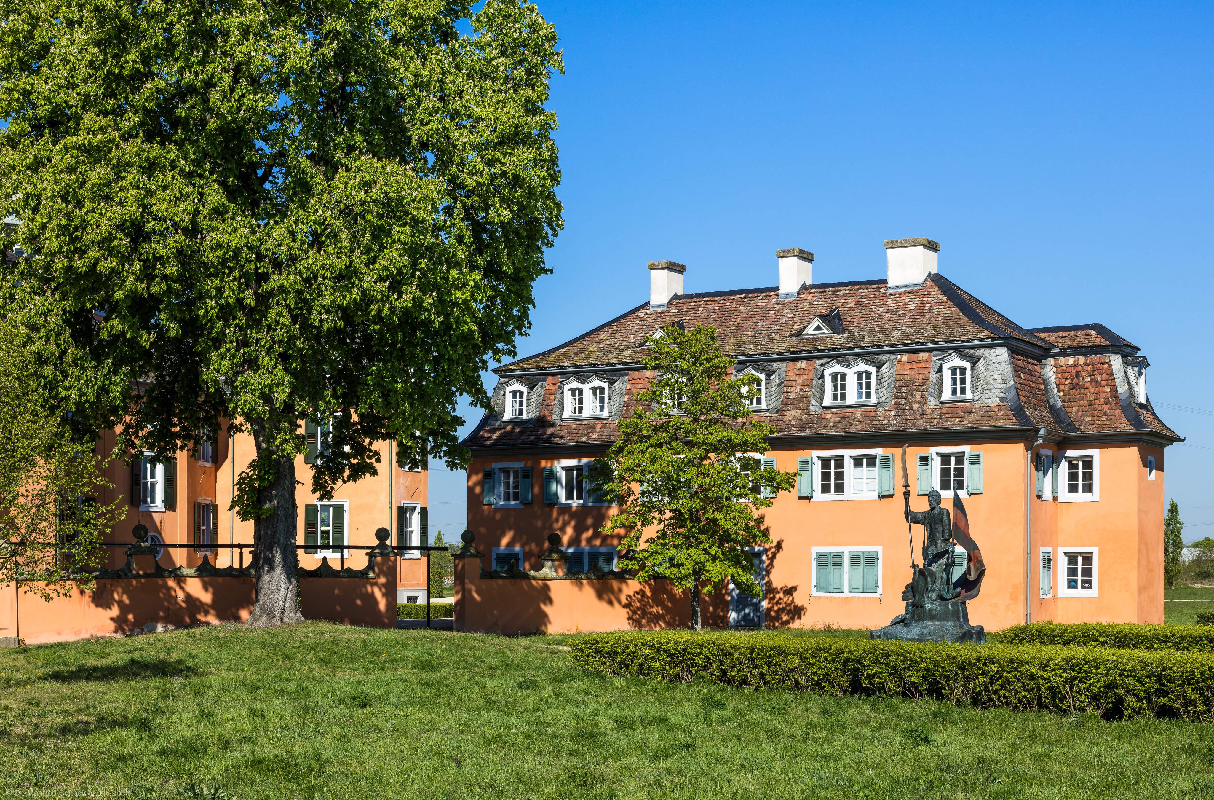 Waghäusel - Eremitage - Von Außen / Von Osten - Blick auf den nordöstlichen Kavalierspavillon (aufgenommen im April 2019, am Vormittag)