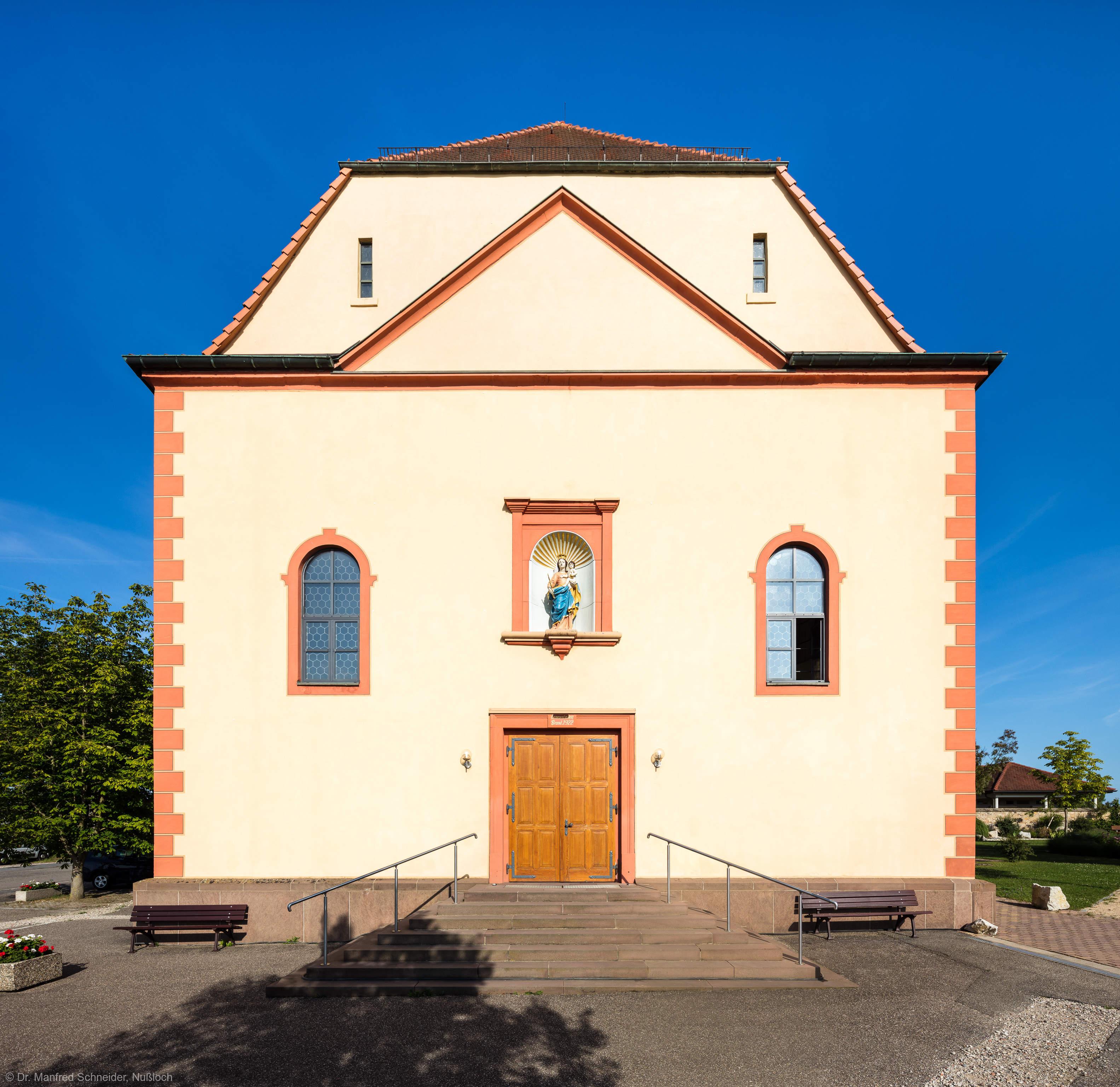 Waghäusel - Wallfahrtskirche - Von Außen / Von Westen - Blick auf die Westfassade im Abendlicht (aufgenommen im Juli 2019, am frühen Abend)