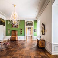 Schloss Bruchsal - Hauptbau / Corps de Logis - Von innen - Beletage - Galeriezimmer - Von Süden - Blick vom Blauen Zimmer nach Norden in das Galeriezimmer und das Winterspeisezimmer (aufgenommen im November 2020, um die Mittagszeit)