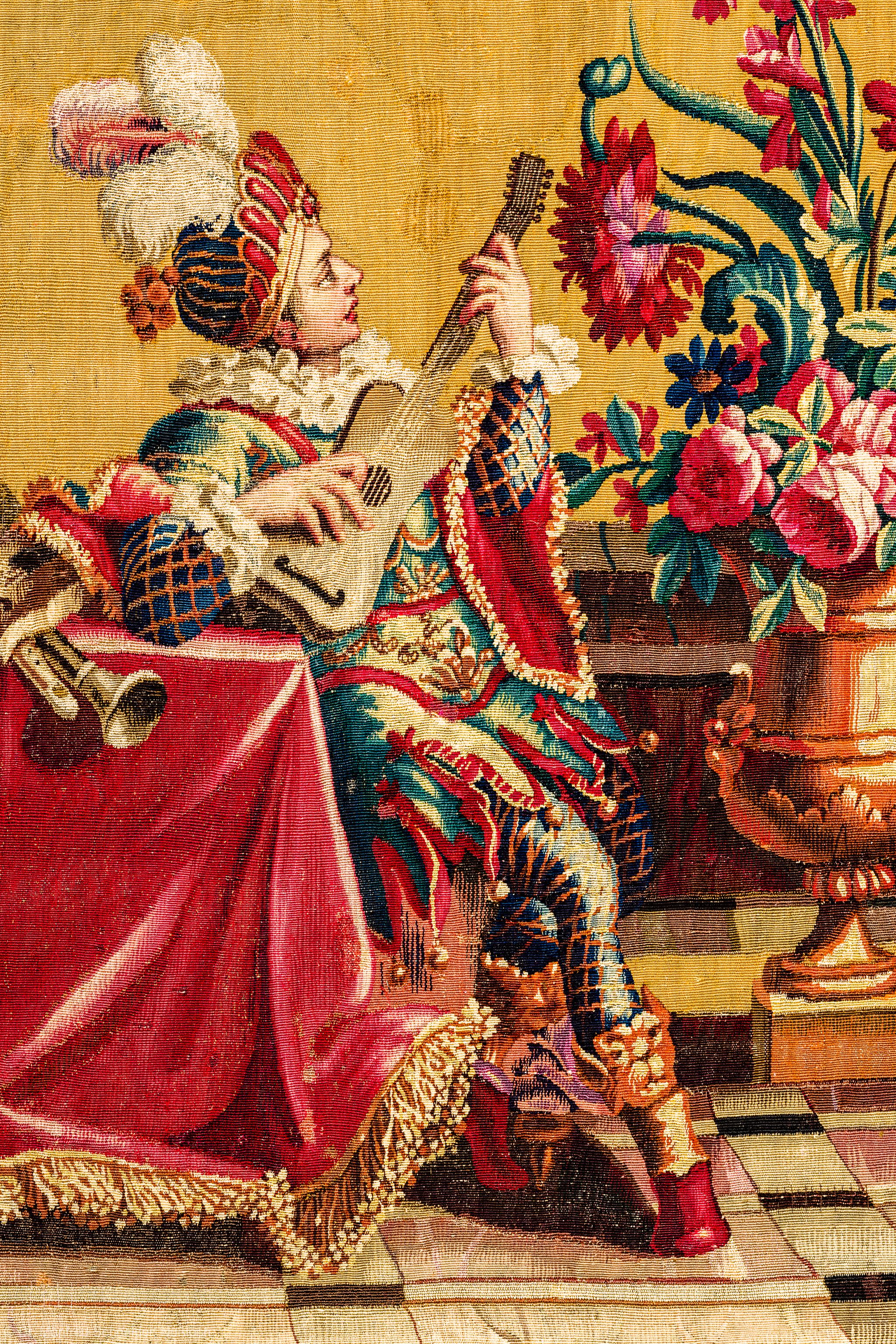 """Schloss Bruchsal - Hauptbau / Corps de Logis - Von innen - Beletage - Jagdzimmer - Nördliche Wand, Westseite - Ausschnitt aus der Tapisserie """"Musikanten"""" aus der """"Groteskenserie"""" (Inv.Nr. G 104; Höhe x Breite: 335 cm x 205 cm; hergestellt in der Werkstatt von Philippe Behagle (Vater oder Sohn) in Beauvais zwischen 1685 und 1719; Entwürfe von Jean-Baptiste Monnoyer, Guy-Louis de Vernansal, Jean-Baptiste B(e)lin de Fontenay; restauriert 1960 und nach 2007) (aufgenommen im Februar 2021, am Nachmittag)"""